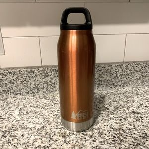 REI - Insulated 32oz Water Bottle